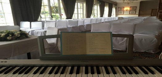Fabolous wedding pianist who can make your wedding venue come alive